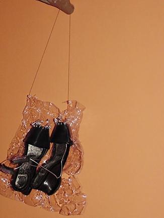 Da série OURIÇO (1997) - estrutura madeira, plásticos e vinil pós-consumo | Ddaniela Aguilar