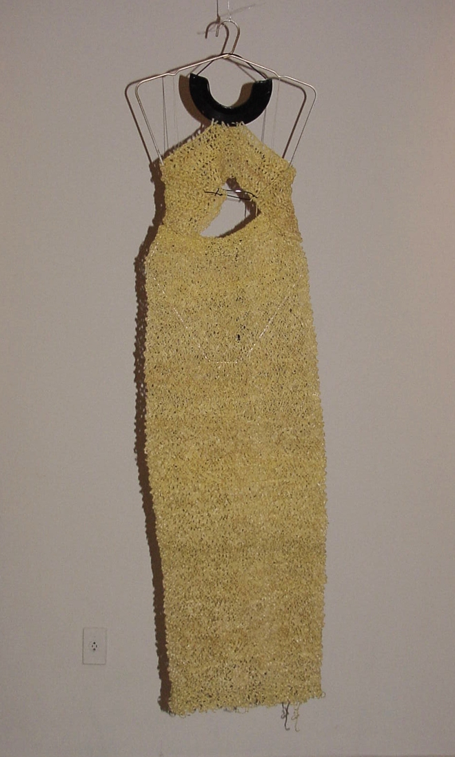 Da série OURIÇO (1996) - tricot fios de plástico, escambo catador de rua | Ddaniela Aguilar