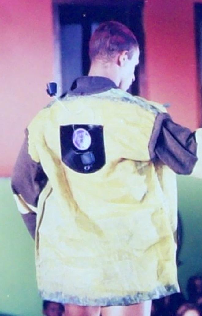 Da série OURIÇO - Peça 003 - nylon e vinil pós-consumo exposição GRÃOS E O UNIVERSO DE 3 MULHERES (1996)| Ddaniela Aguilar | Foto João Araújoguilar | Fotos João Araújo