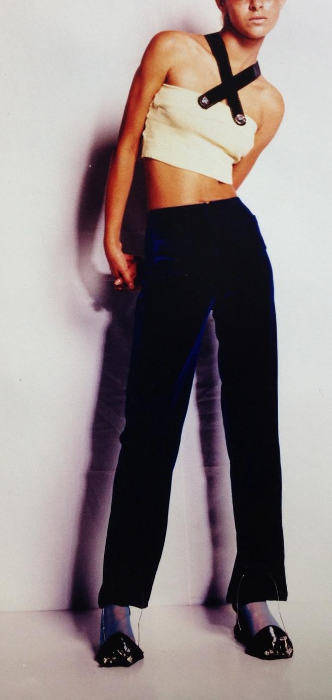 Da série OURIÇO - Peça 003 - nylon e vinil pós-consumo exposição GRÃOS E O UNIVERSO DE 3 MULHERES (1996)| Ddaniela Aguilar | Foto João Araújo