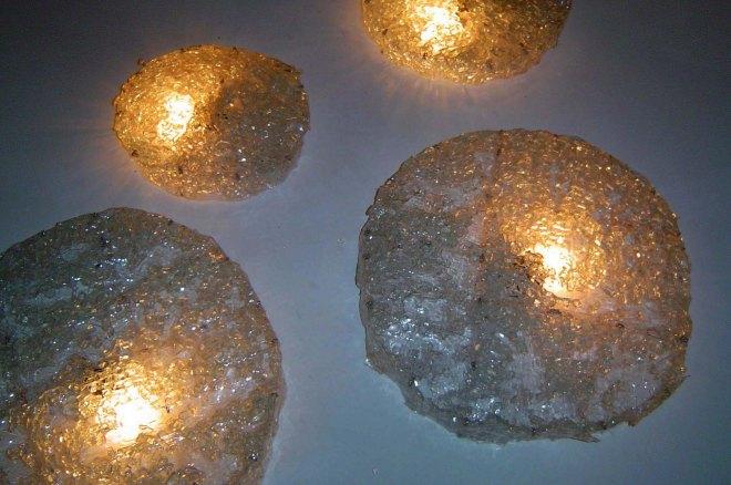 Objetos luminosos (2003) | Upcycling. PET e vidro pós-consumo | Ddaniela Aguilar